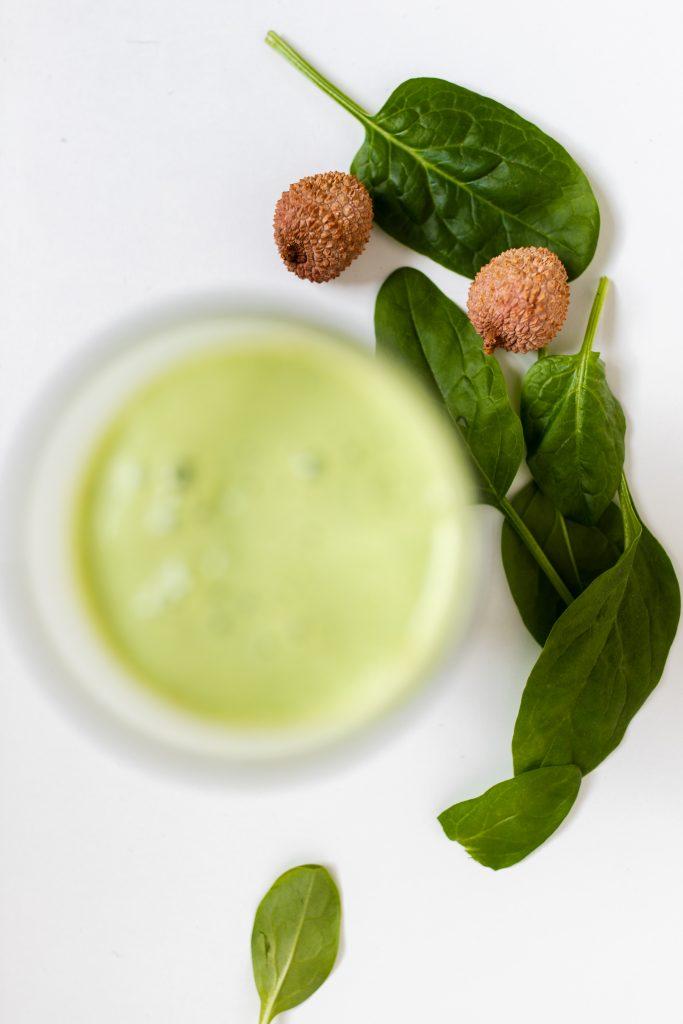 bazalkove-smoothie-s-lici