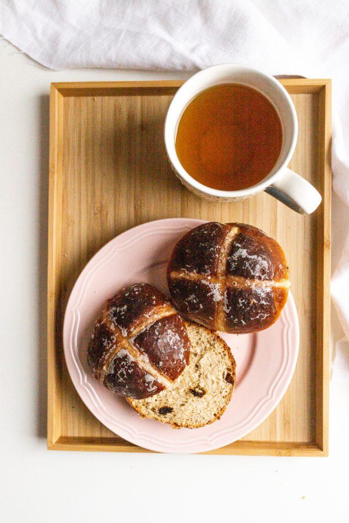 hot-cross-buns-velkonocne-buchty-krizove-s-cajom