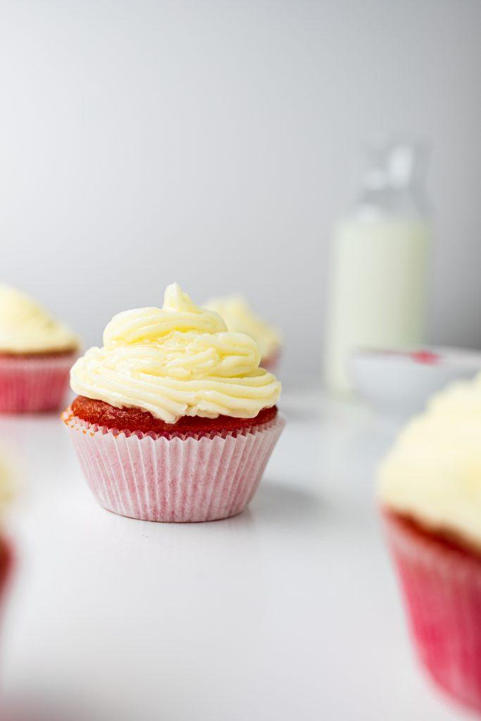 red-velvet-muffiny-s-cream-cheese-kremom