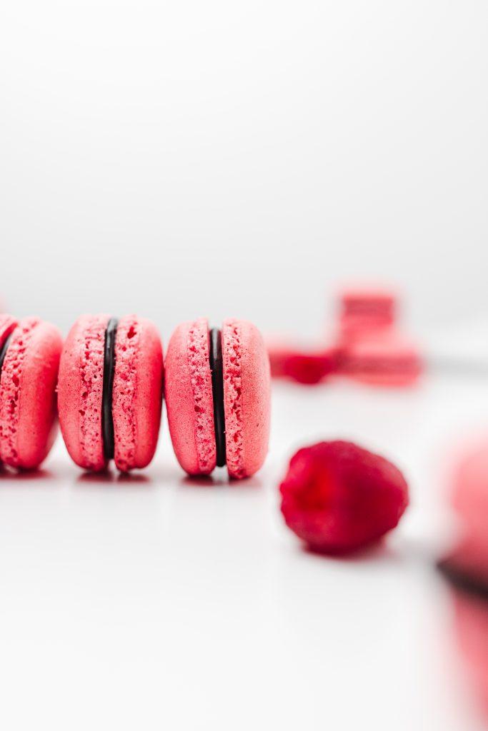 recept-na-makronky-malinové-s-cokoladou