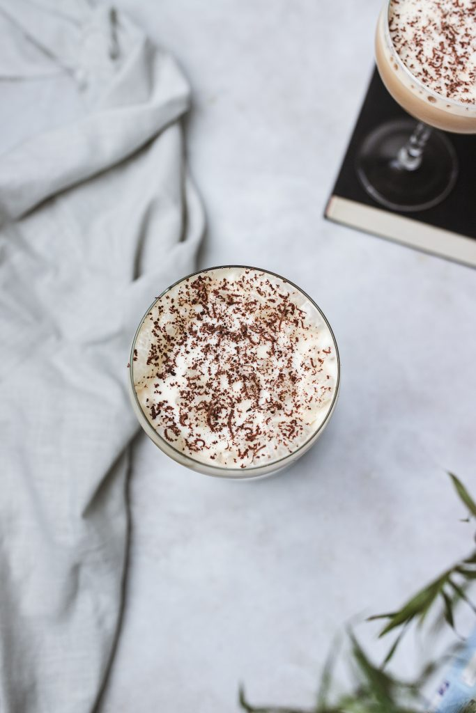 káva-s-ľadom-a-likérom-vo-veganskej-verzii