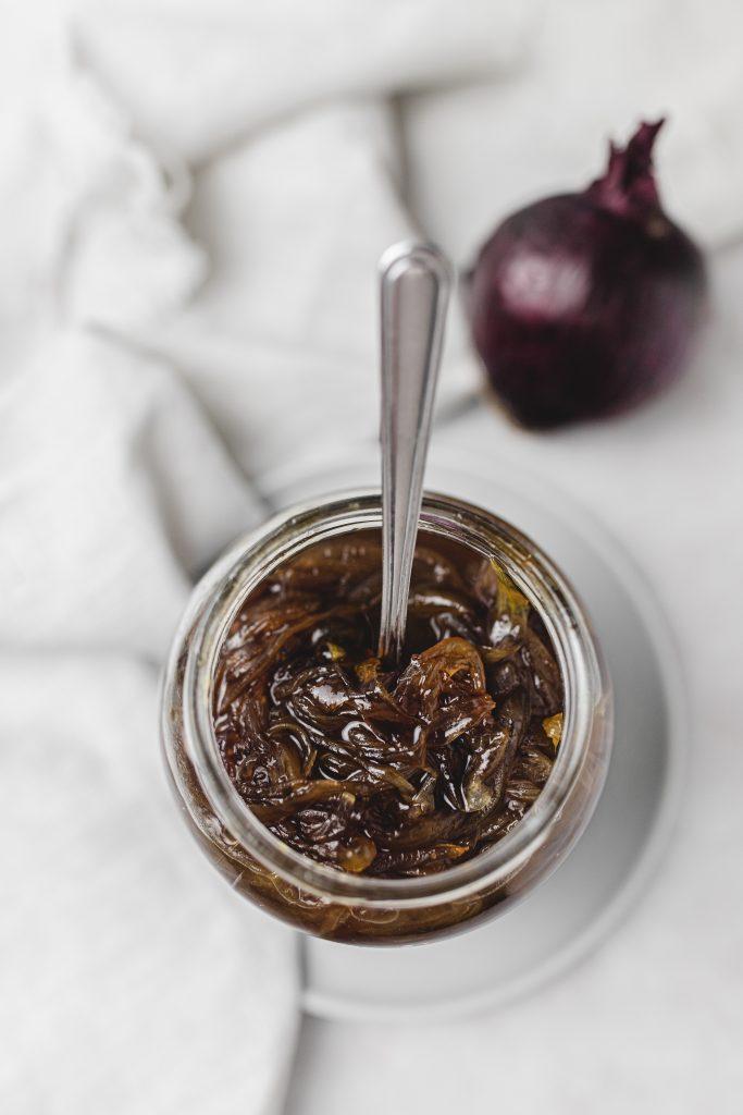 cibuľová-marmeláda-jednoduchá-vegan